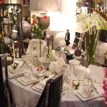 delamaison magasin adresse elegant salon places en eucalyptus fsc fauteuils canap places table. Black Bedroom Furniture Sets. Home Design Ideas